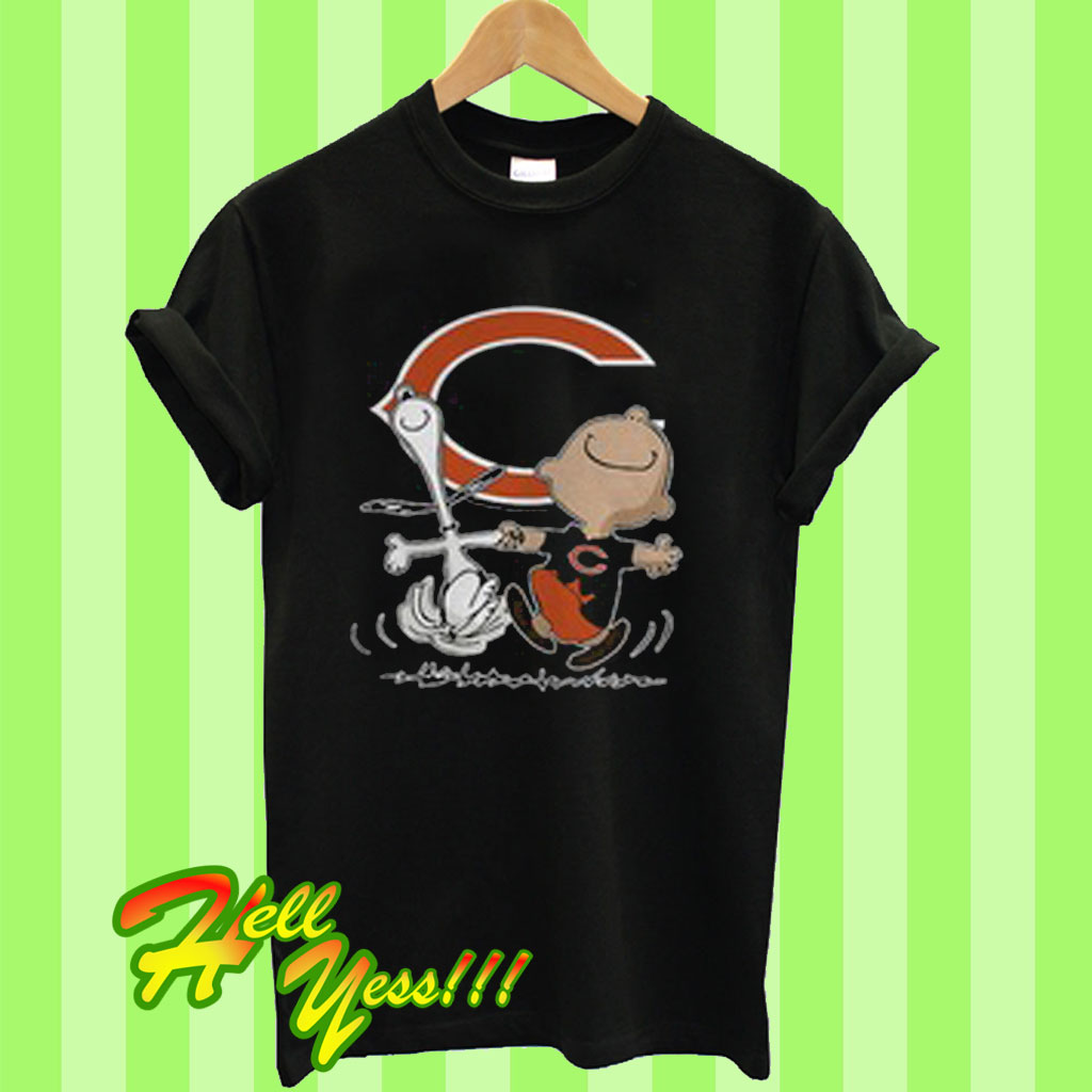 e4f90672 Charlie brown and snoopy chicago bears T Shirt